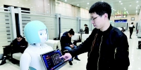 太原火车站智能机器人为旅客服务 - 太原新闻网