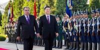 6月15日,国家主席习近平在杜尚别同塔吉克斯坦总统拉赫蒙会谈。会谈前,拉赫蒙在总统府前广场为习近平举行盛大欢迎仪式。新华社记者 李涛 摄 - 广播电视